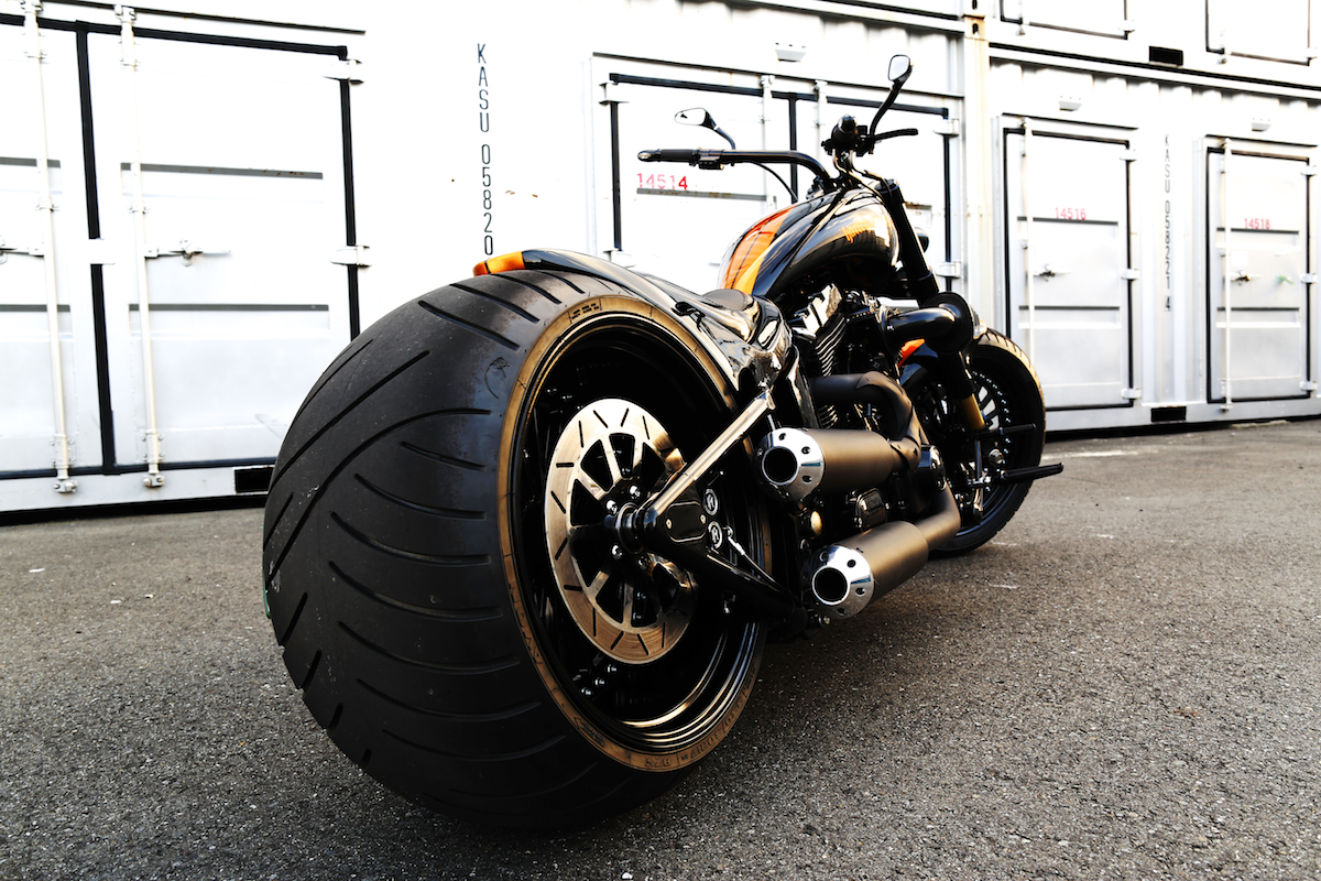 TwinCam Softail 330 wide tire custom [Ole BULL] | BAD LAND ...
